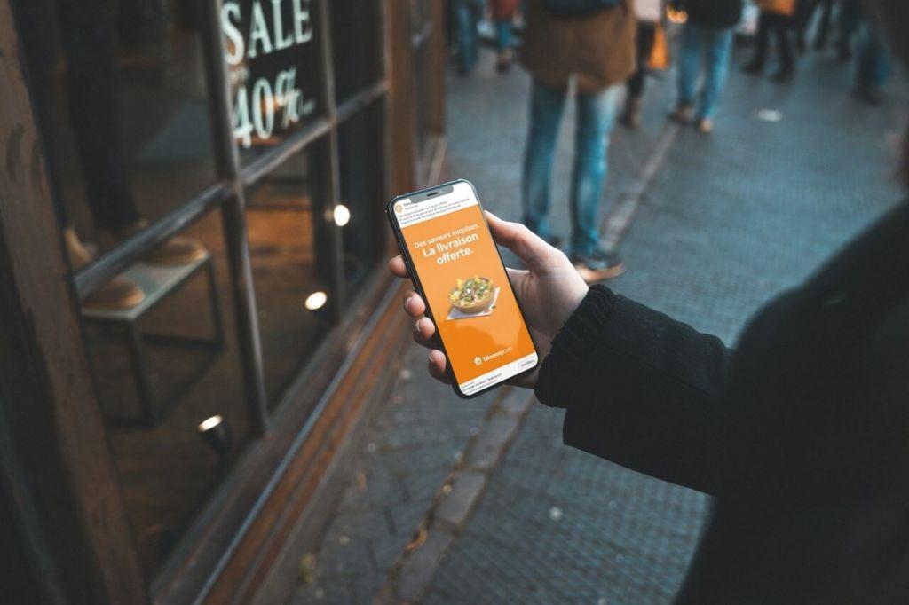 Publicité géolocalisée diffusée sur un smartphone